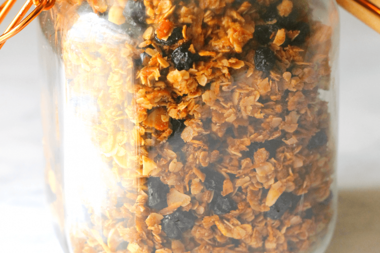 Crunchy toasted granola coated with cinnamon and honeywith loads of blueberry, coconut, and almonds. An excellent topping for yogurt, to eat as cold cereal, or overnight oats!