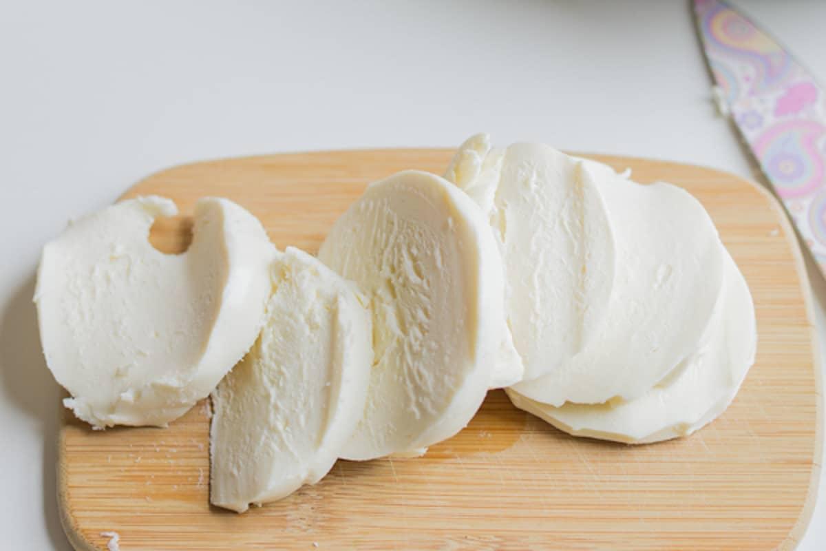 slices of mozzarella cheese