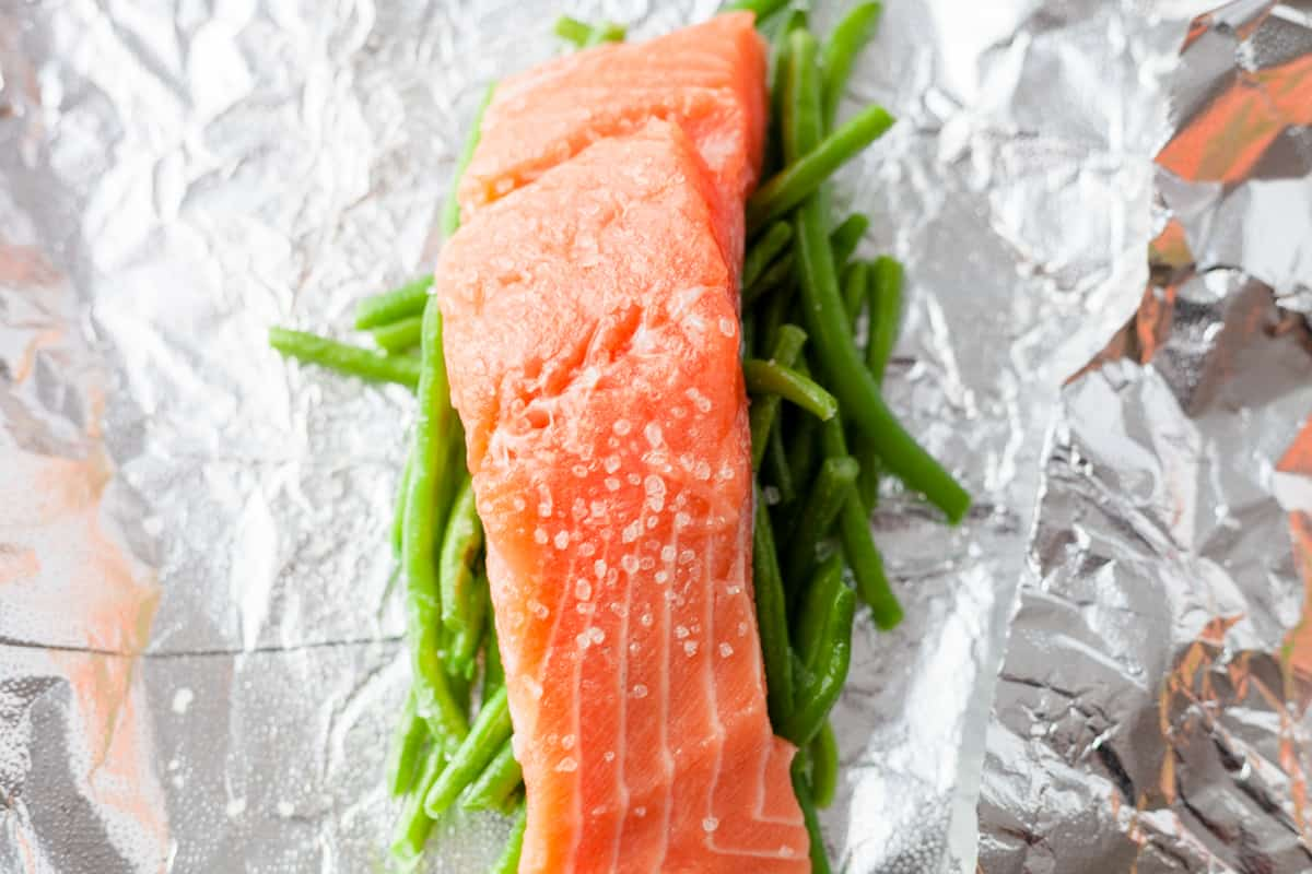 salmon and green beans in foil