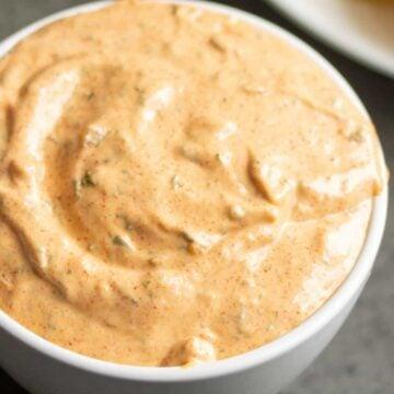 remoulade sauce close up