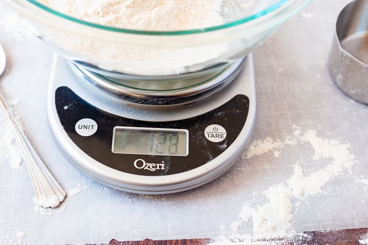 kitchen scale reading 128 grams