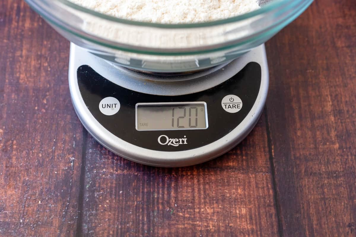 scale reading proper measure for one cup of flour