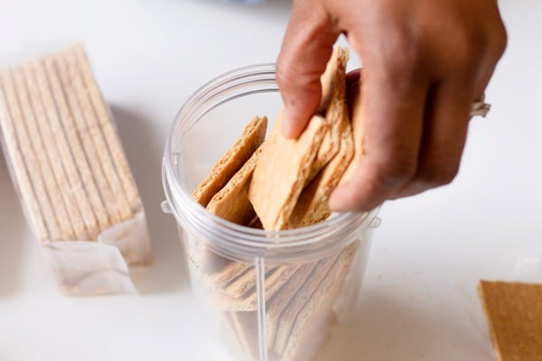 graham crackers in a blender cup