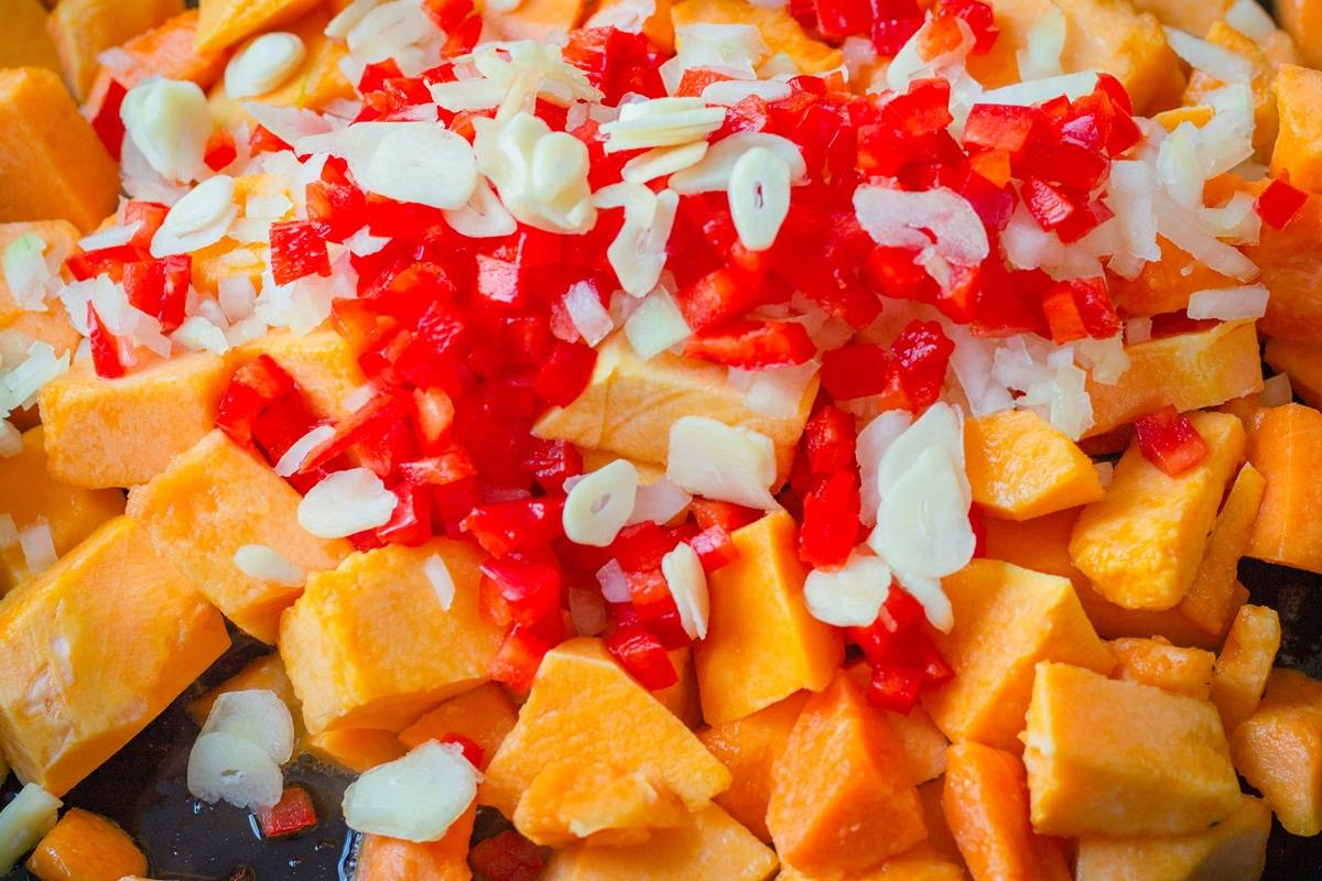 butternut squash with red peppers and garlic