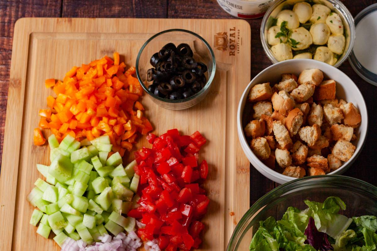 build your own salad bar offerings