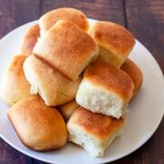 1 hour dinner rolls on a plate
