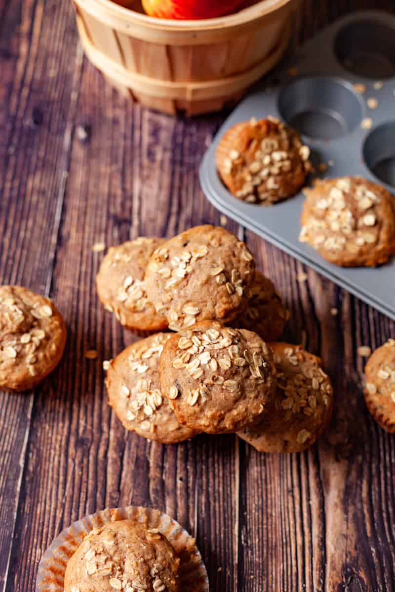apple oat muffins vetical