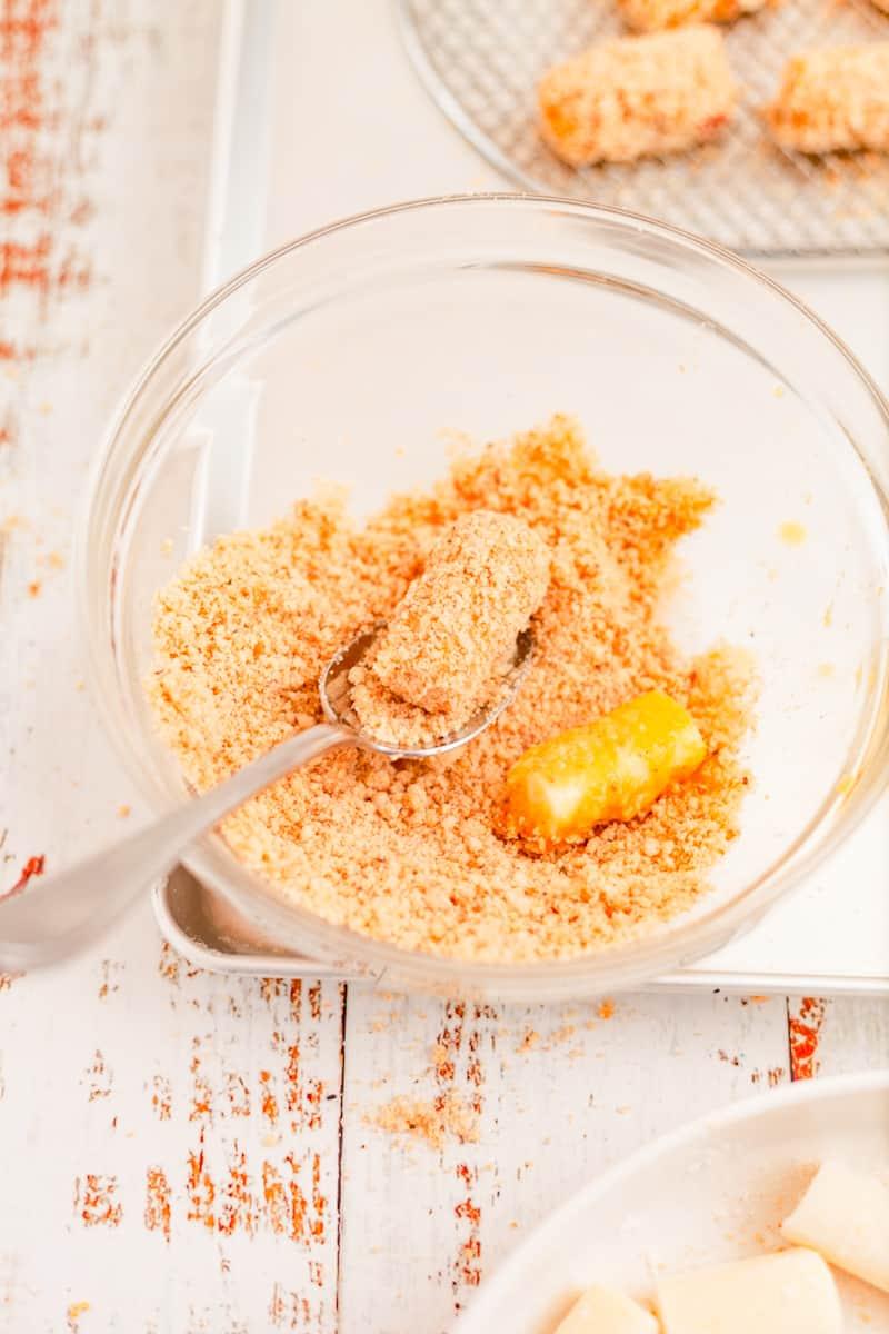 crumb coating mozzarella bites